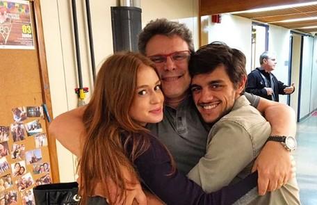 Marina Ruy Barbosa publicou uma imagem com o diretor Luiz Henrique Rios e Felipe Simas: 'Já em clima de saudade' Reprodução