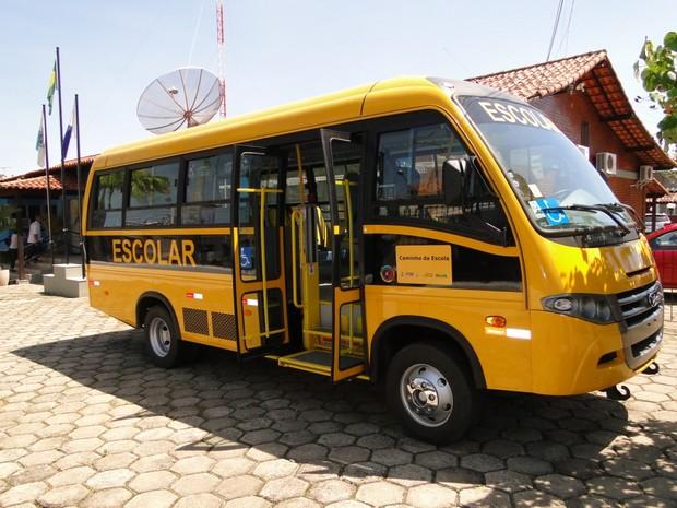 Um dos ônibus que foram enviados a São Pedro da Aldeia para o transporte escolar (Foto: Divulgação/Prefeitura de São Pedro da Aldeia)