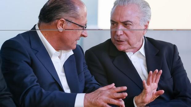 Presidente Michel Temer e o governador de São Paulo, Geraldo Alckmin, durante cerimônia de entrega de habitacionais do Programa Minha Casa Minha Vida (Foto: Beto Barata/PR)