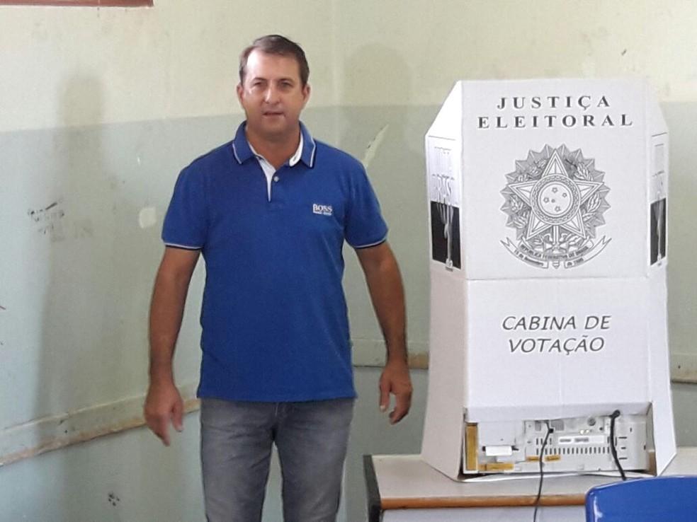Resultado de imagem para CARLOS NOVO PREFEITO DE TACURU