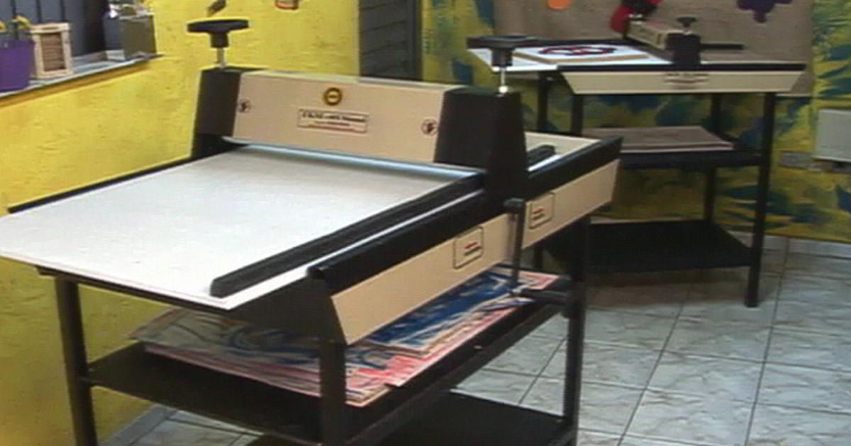 f152f0727 PME - Máquina de corte e vinco produz caixas, convites e envelopes