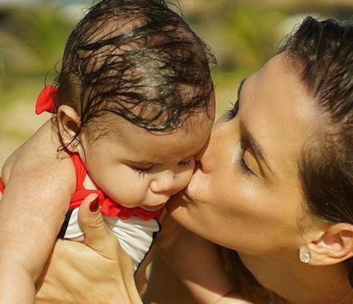Deborah Secco adapta sua rotina a da filha (Foto: Arquivo pessoal)