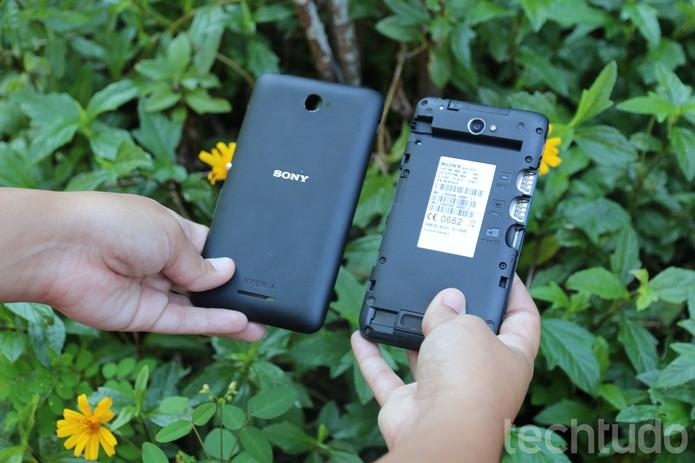 A bateria do Sony Xperia E4 não é removível (Foto: Luana Marfim\TechTudo)