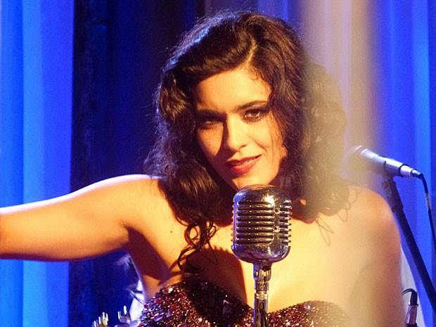 Cristal arrasa no palco da boate (Foto: Flor do Caribe/TV Globo)