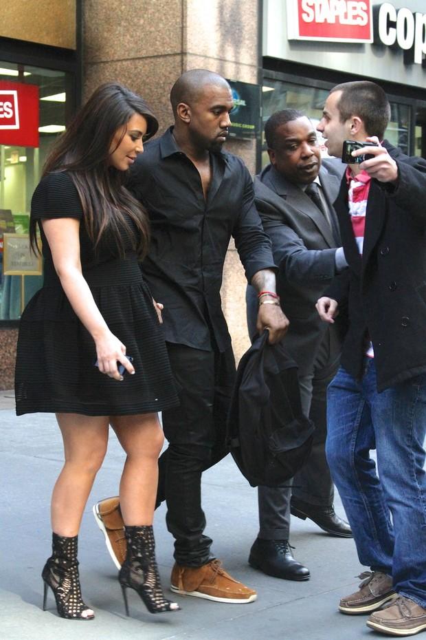 Kim Kardashian e Kanye West em Nova York, nos Estados Unidos (Foto: Splash News/ Agência)