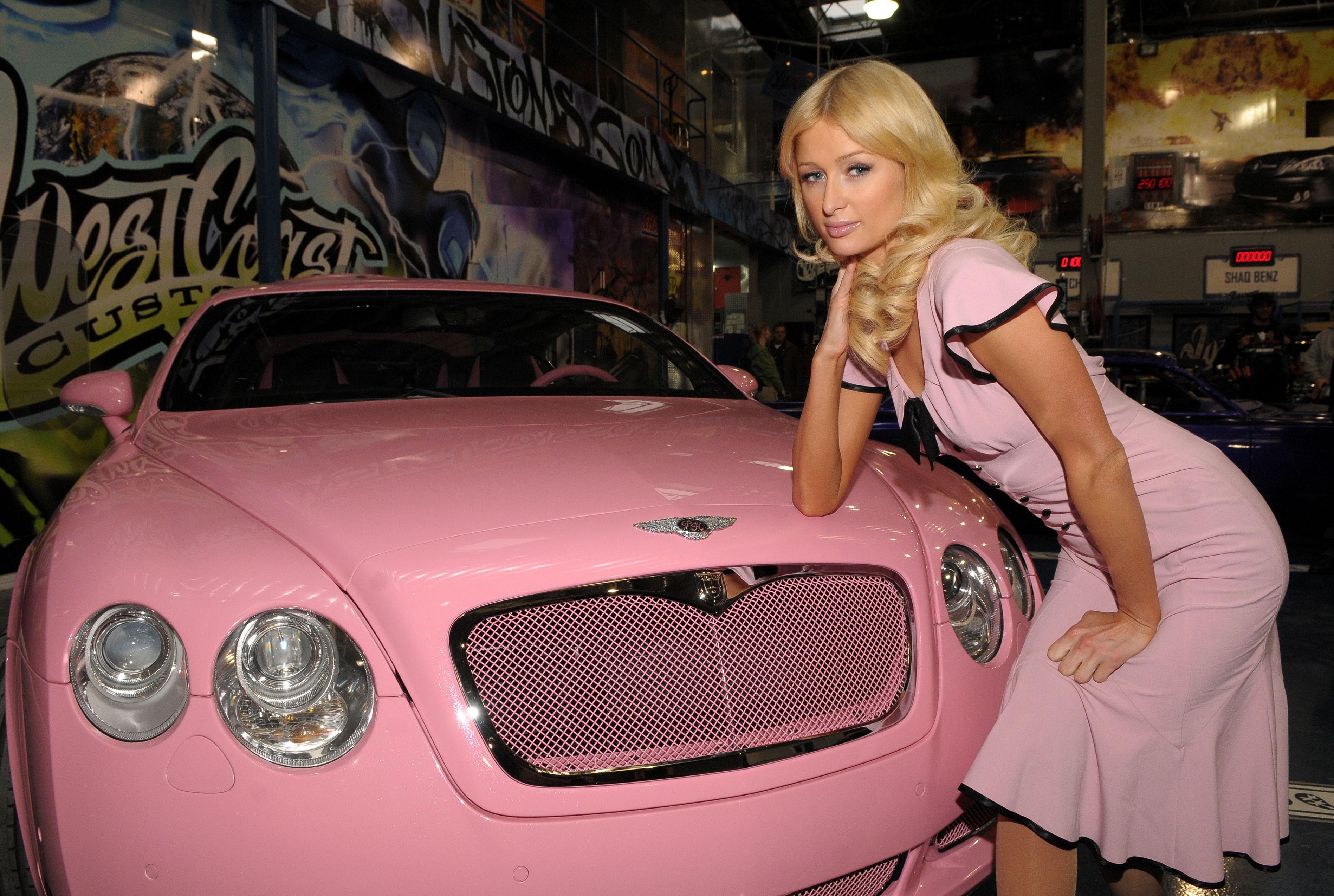 Paris Hilton e seu mimo de Natal. (Foto: Divulgação)