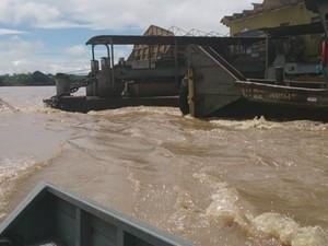 Forte correnteza no Rio Maderia prejudica operação  (Foto: Assem Neto/G1)