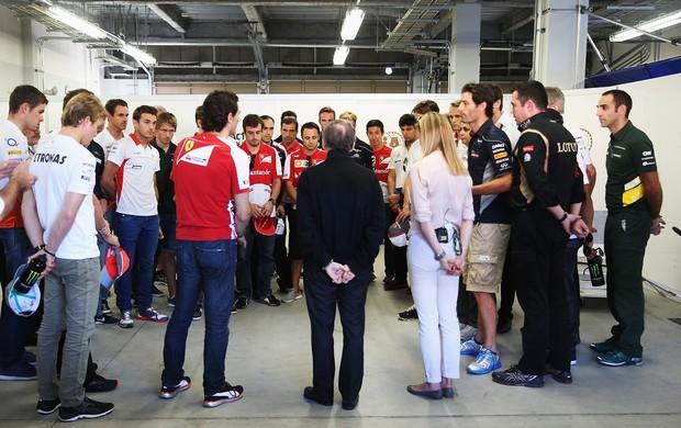 Pilotos da Fórmula 1 fizeram um minuto de silêncio em homenagem a Maria de Villota (Foto: Getty Images)