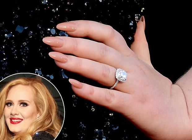 Adele e suas garras nude (Foto: Getty Images)