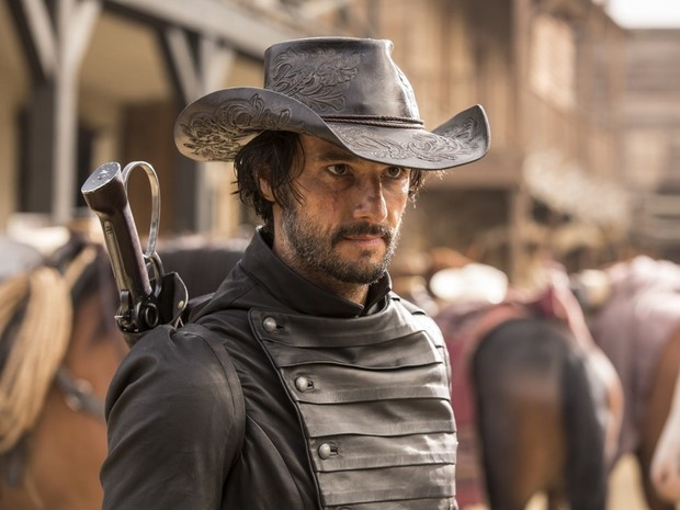 Rodrigo Santoro interpreta o fora da lei Hector Escaton em 'Westworld' (Foto: Divulgação/HBO)