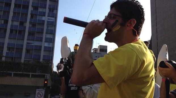 Rogério Chequer, líder do Vem Pra Rua, discursa em caminhão de som na avenida Paulista (Foto: Harumi Visconti/Época)