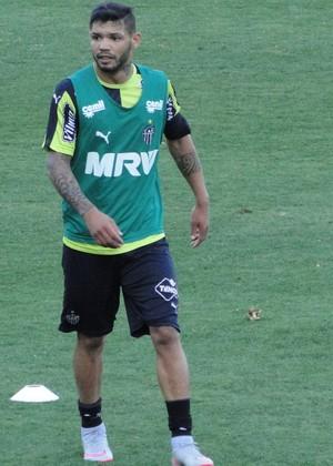 Atacante Carlos durante treinamento na Cidade do Galo (Foto: Léo Simonini)