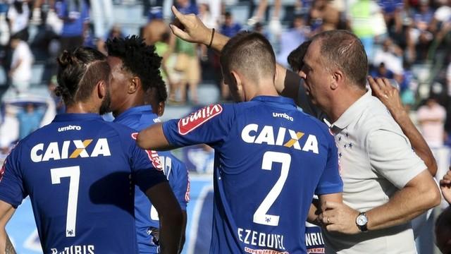 Mano Menezes deve escalar o Cruzeiro com força máxima contra o Volta Redonda (Foto: Felipe Couri/Light Press)