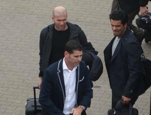 Zidane chegou com Hierro a Porto Alegre (Foto: Caetanno Freitas/Globoesporte.com)