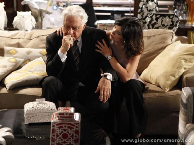 Aline sente que o negócio pode ficar ruim para o lado dela (Foto: Pedro Curi/TV Globo)