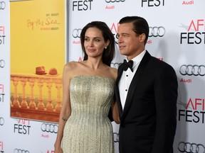 Angelina Jolie e Brad Pitt na premiere de 'À Beira Mar' em Novembro de 2015 (Foto: AFP)