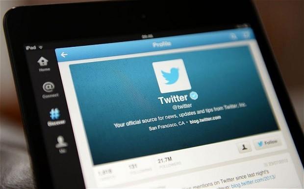 Twitter na tela de um celular