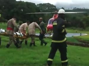 Vídeo mostra resgate de piloto após queda de avião em fazenda de Goiás