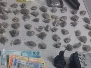 Materiais foram apreendidos com suspeitos em Divinópolis (Foto: Polícia Militar Rodoviária/Divulgação)