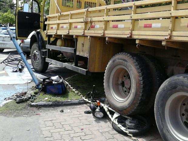 Acidente na Avenida Lucas Evangelista, em Volta Redonda, RJ (Foto: Carla Rodrigues/Arquivo Pessoal)