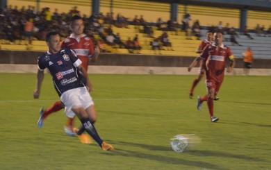 Aleilson marcou os dois gols do São Francisco (Foto: Dominique Cavaleiro/GloboEsporte.com)