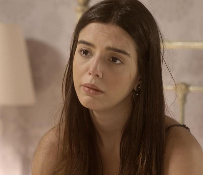 Milena chora com tudo o que ouve da nonna (Foto: TV Globo )