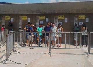 Torcida compra ingressos no Estádio Castelão, em São Luís, para jogo do Sampaio (Foto: João Ricardo/Globoesporte.com)