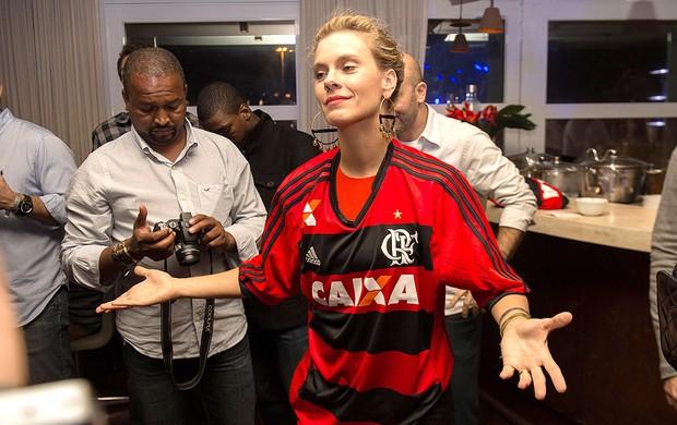 A atriz Carolina Dieckmann lançamento uniforme Flamengo (Foto: Celso Pupo / Agência Estado)