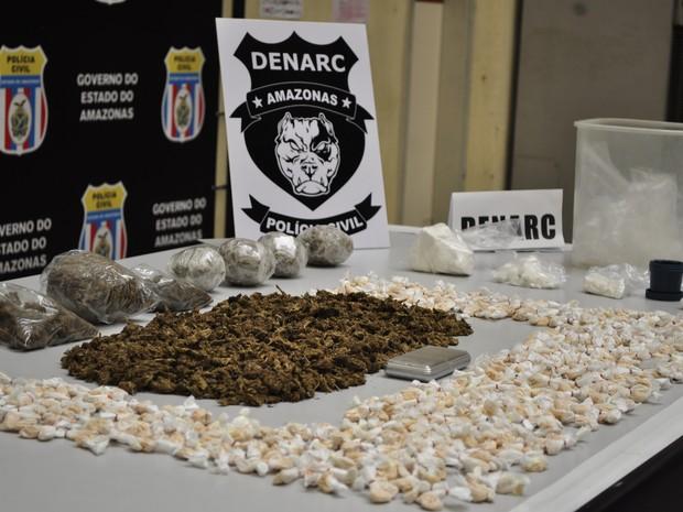 Drogas foram encontradas durante prisão do suspeito  (Foto: Sérgio Augusto/Polícia Civil)