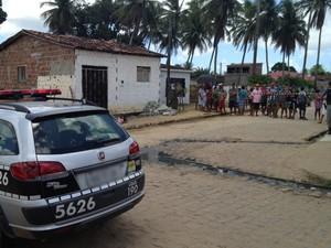 Vítima foi assassinada a tiros no distrito de Várzea Nova, em Santa Rita, PB (Foto: Walter Paparazzo/G1)