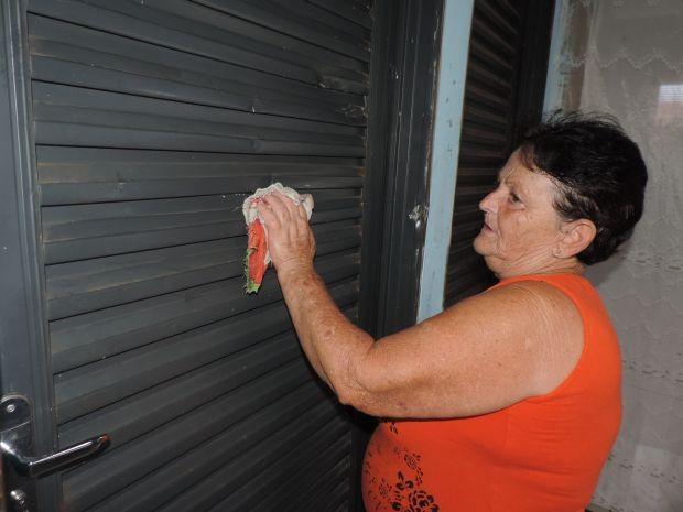 Faxineira aguarda aposentadoria (Foto: Renata Marconi/G1)