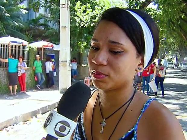 Atrasados, candidatos imploram para entrar em local de prova em PE (Foto: Reprodução/ TV Globo)