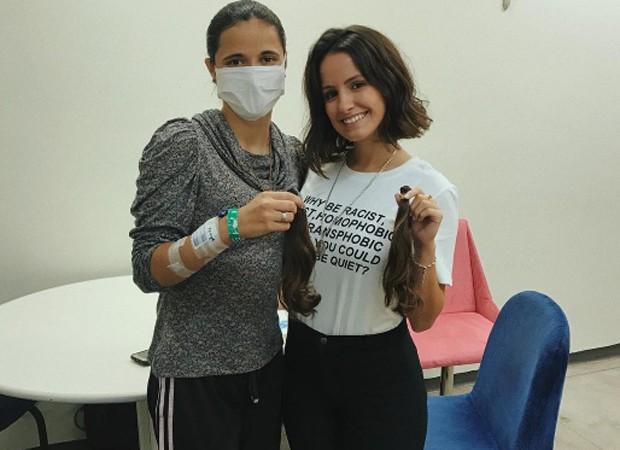 Amanda De Godói doa mechas de cabelo para Yasmin, jovem que luta contra o câncer (Foto: Reprodução/Instagram)