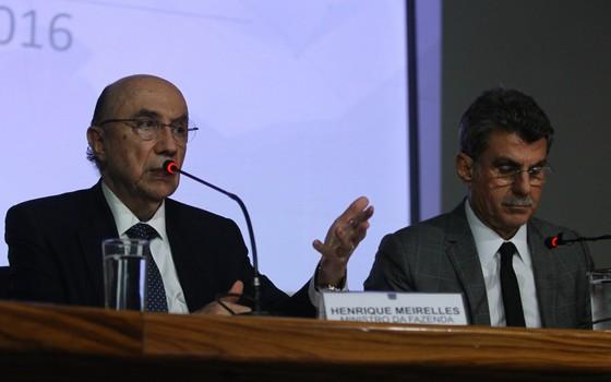O Ministro da Fazenda, Henrique Meirelles, e o do Planejamento, Romero Jucá, apresentam a Meta Fiscal 2016 (Foto: Luís Nova / FramePhoto / Agência O Globo)