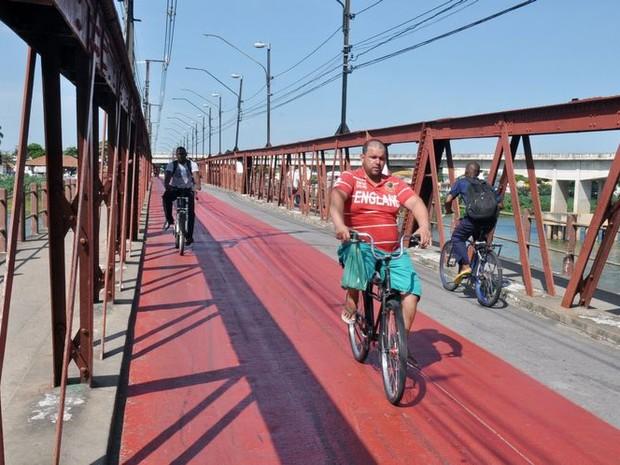 Ponte também era utilizada por motociclistas (Foto: Divulgação/ Superintendência de Comunicação)