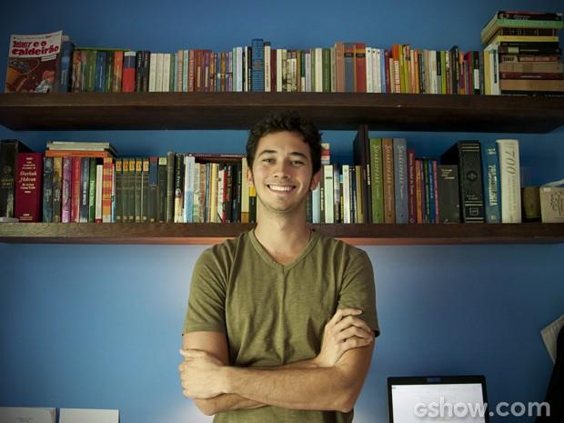 Gabriel tem mais de 600 livros. Nessas duas prateleiras estão os seus preferidos (Foto: Malhação/ TV Globo)
