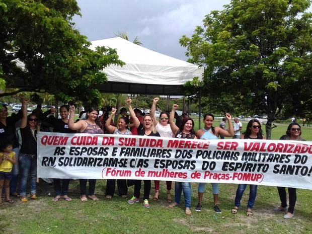 Mulheres de policiais participam do ato  (Foto: CS/Divulgação )