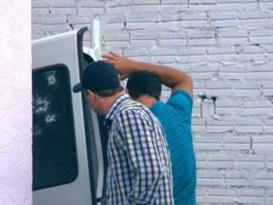 Carro foi alvejado durante pserguição em Bento Gonçalves (RS) (Foto: Felipe Machado/Rádio Difusora 890)