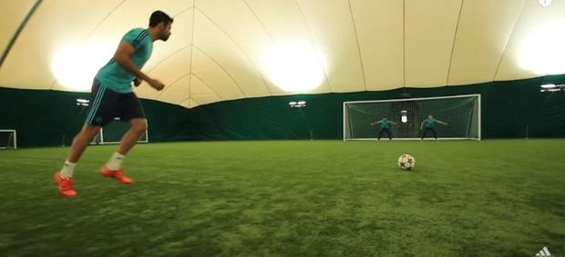 BLOG: Diego Costa encara dois goleiros em vídeo do Chelsea com Kenedy e Oscar