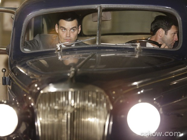 Manfred segue Sílvia e Viktor até hotel de Franz (Foto: Fábio Rocha/TV Globo)
