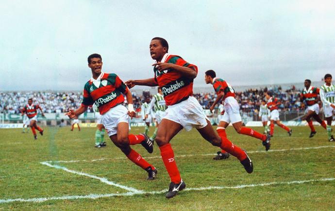 Dener jogando pela Portuguesa em 1992 (Foto: Djalma Vassao / Agência Estado)