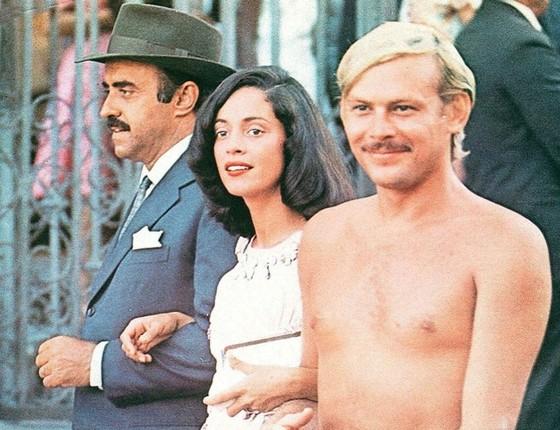 Mauro Mendonça, Sonia Braga e o saudoso José Wilker em cena antológica da primeira versão de Dona Flor, em 1976 (Foto: Divulgação)