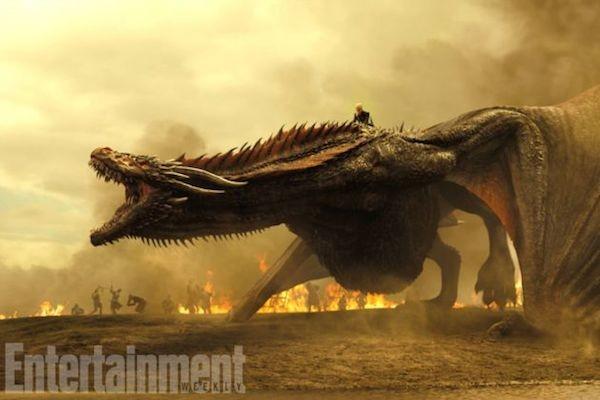 Um dos dragões da série Game of Thrones em cena da próxima temporada da série (Foto: Reprodução)
