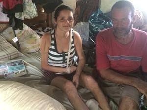 Casal Sebastião e Lindalva moram na rua há 22 anos e, há um ano e meio, improvisaram casa em praça de Goiânia, Goiás (Foto: Vitor Santana/G1)