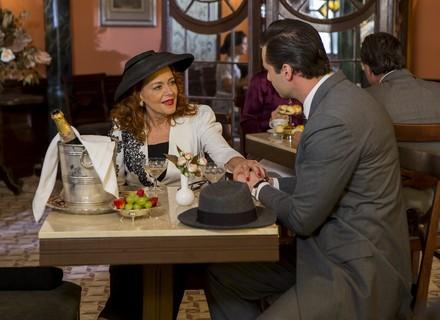 Reta final: Lauro toma coragem para pedir Emma em casamento