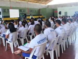 Cem detentos participaram de revisão em presídio (Foto: Ellyo Teixeira/ G1)