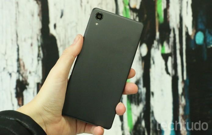 Xperia X tem processador Snapdragon 650 com 3 GB de RAM (Foto: Luciana Maline/TechTudo)
