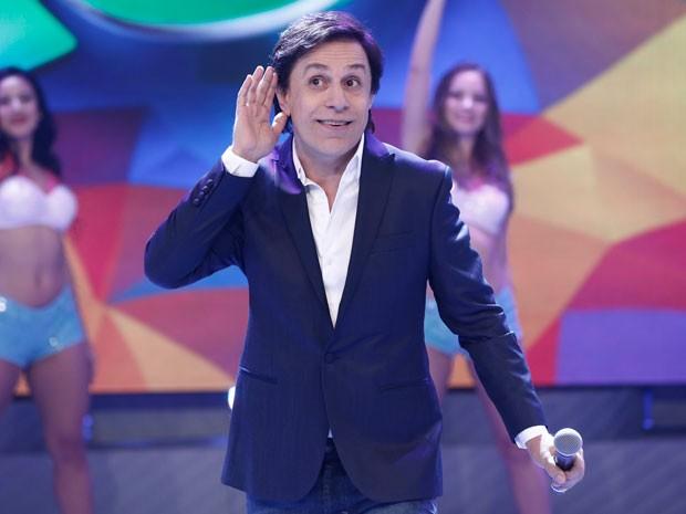 Tom brinca com a plateia que se diverte com as imitações  (Foto: Inácio Moraes/Gshow)