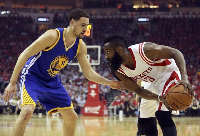 basquete Klay Thompson e James Harden (Foto: Reuters)