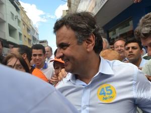 O candidato do PSDB, Aécio Neves, fez campanha em Linhares, no Espírito Santo (Foto: Viviane Machado/G1)